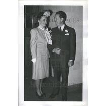 1945 Press Photo Mr Chick Rutan Golfer Wife Photo Pose