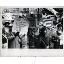 1991 Press Photo Pro Throop Rally Daley Center - RRX56455