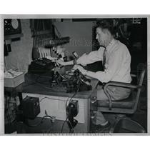 1953 Press Photo Floyd Bowl Ahren Central Watch Service - RRW61621