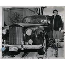 1959 Press Photo Mrs. Ivor D. Harris Detroit vehicle - RRW02021
