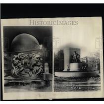 Press PhotoSymbolic figure world pedestal Memorial - RRX68753