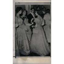 Press Photo Princess Margaret Meets Jean Simmons - RRX48419