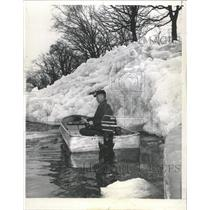 1964 Press Photo High wind Lake Winnebago Ice Shores - RRW50909