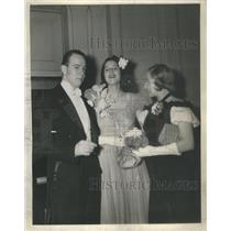 1938 Press Photo Robert Carr Jr. and Wife with Mrs. Morse at Palmer House Ball