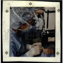 1990 Press Photo Cataract Surgery Univ. of Michigan