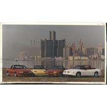 1990 Press Photo Detroit Waterfront Skyline Cars Build