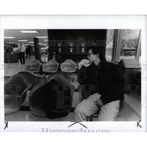 1990 Press Photo Stewart Yuan Greyhound bus strike