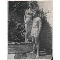 1947 Press Photo Donna Courter And Bob Petrick, Former Junior Amateur Divers