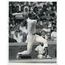 1992 Press Photo Cub's Andre Dawson Warming Up - XXB01865