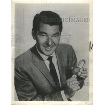 1961 Press Photo TV Host Jack Narz Holding Lock And Key - RSC85653