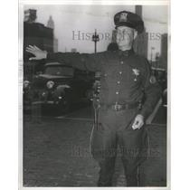 Press Photo Officer Bernard Marks On Traffic Duty - RSC79871