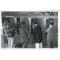 Press Photo Passengers at Tampa International Airport - XXB09001