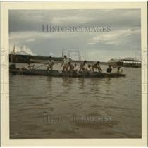 Press Photo Family Fishing with Net Amazon River Iquitos Peru