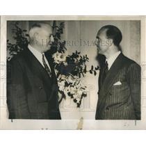 1946 Press Photo Umberto talks with James Farley, former US postmaster general