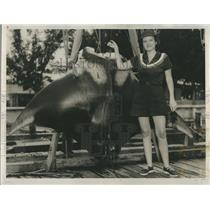 1960 Press Photo Mrs. Heckeay after catching a Large Manta Ray.