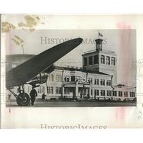 1954 Press Photo Marguerite Higgins Photographs the Kiev Air Terminal
