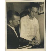 Press Photo Preston Nall Fingerprinted By Ike Mitchell At Police Station