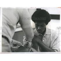 1969 Press Photo Health team administers free physical exams to poor.
