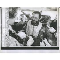 1969 Press Photo Dr. Alvin Marks finishes round-the-world solo flight in 14 days