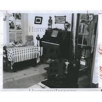 Press Photo room pioneer village Nebraska - RSH93405