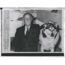1970 Press Photo Adm.Donald MacMillan which his Stuffed Eskimo.