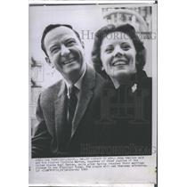 1960 Press Photo Journalist John Charles Daly with fiancee Virginia Warren.