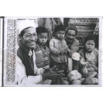 1964 Press Photo Katmandu Nepal Tulsi Narayan Fruit Shop Children