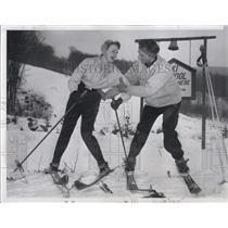 1955 Press Photo Miss Carlene Johnson Miss USA Given Ski Lessons