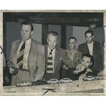 1949 Press Photo Explainging How Things Work