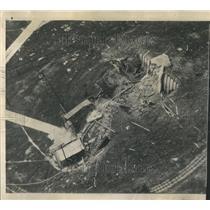 1948 Press Photo Work Men Problem Wreckage Steel Drying