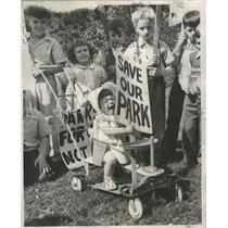 1950 Press Photo Kids Picket Armory Marcia Pochopek - RRR99785