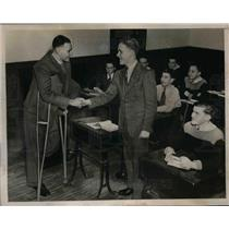 1940 Press Photo Edwin Rip Collins Greeted By William Warring