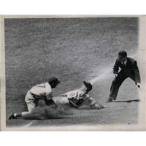 1947 Press Photo Umpire Conlan Calls Pirates' Bill Cox Out At Second