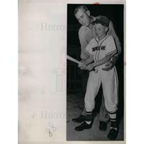 1952 Press Photo Monty Stratton Ex-White Sox Pitcher & Son