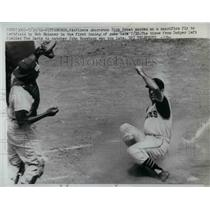 1961 Press Photo Pirate Shortstop Dick Groat scores on a sacrifice fly