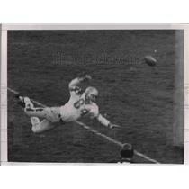 1959 Press Photo Lions End Dave Middleton Misses Pass From Lions Earl Morrell