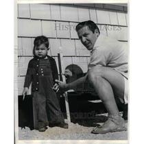 1940 Press Photo Joe Medwick St. Louis Cardinals Training baseball and son