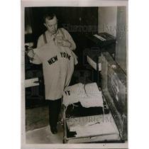 1937 Press Photo Fred Logan, Yankees custodian