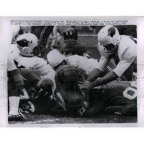 1960 Press Photo Mel Triplett Slams Thru Cardinals for Giants Score
