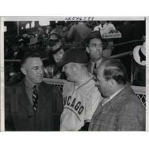 1940 Press Photo Cubs Manager Frankie Fisch With Pirates Gabby Hartwell
