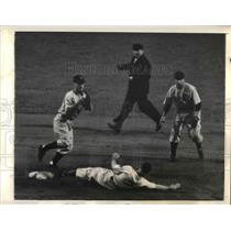 1941 Press Photo Giant Burgess Whitehead out at 2nd vs Red Soc Miller