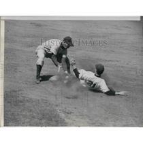1950 Press Photo Cubs Wayne Terwilliger out at 2nd vs Phils Gran Hamner