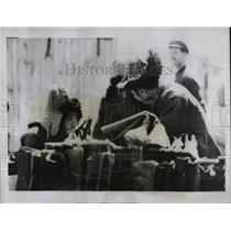 1937 Press Photo two Khirgiz tribesmen bartering for boots near Mongolian border