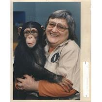 1989 Press Photo Pat Sass and her Chimp Susan - RSC84187