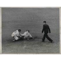 1938 Press Photo Billy Jurges of Chicago Cubs Slides Safely in to Second