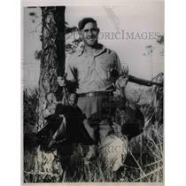 1938 Press Photo Johnny Allen shows wild turkeys that he shot near his home