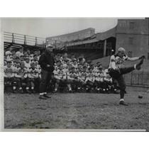 1933 Press Photo Ollie Olsen Recruits Football Big 10 University Coach Dick