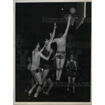 1938 Press Photo Bert Robben of St. Xavier of Louisville Scores for Title