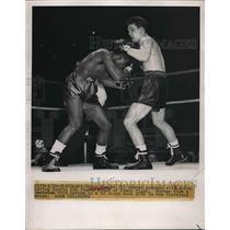 1949 Press Photo Boxer Chuck Hunter Versus Artic Levine