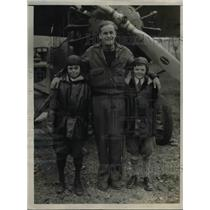 1931 Press Photo George Bruce Houghton Pilot Roger Scott Gives Air Ride